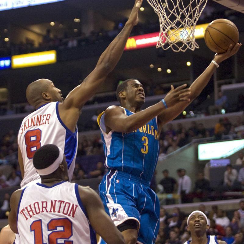 Chris Paul drives to basket
