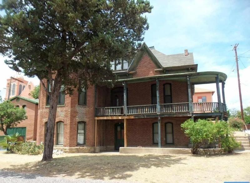 Uhli house