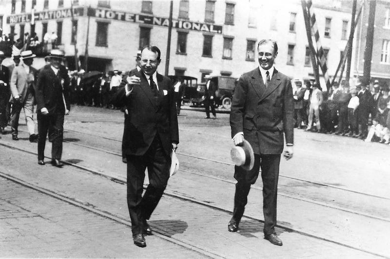 Franklin D. Roosevelt and James Cox walk together in Dayton, Ohio