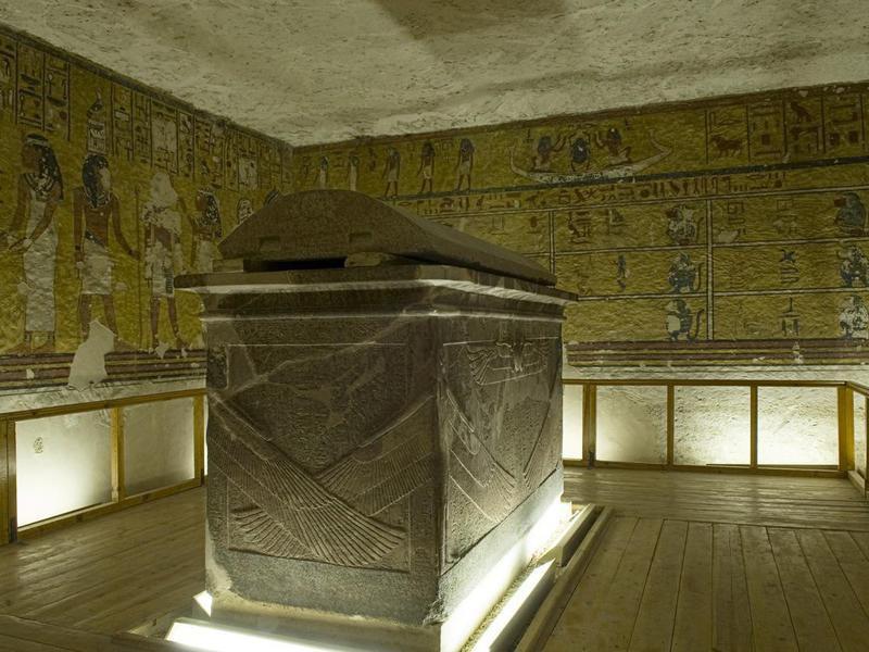 Inside Pharaoh' s Tomb.