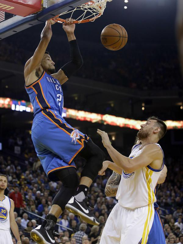 Andre Roberson dunks