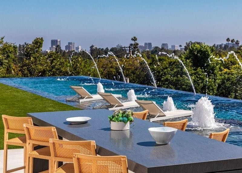 Infinity pool with water features