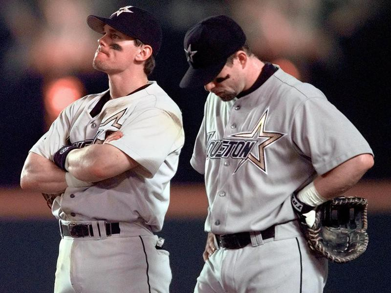 Craig Biggio and Jeff Bagwell wait on field for pitching change