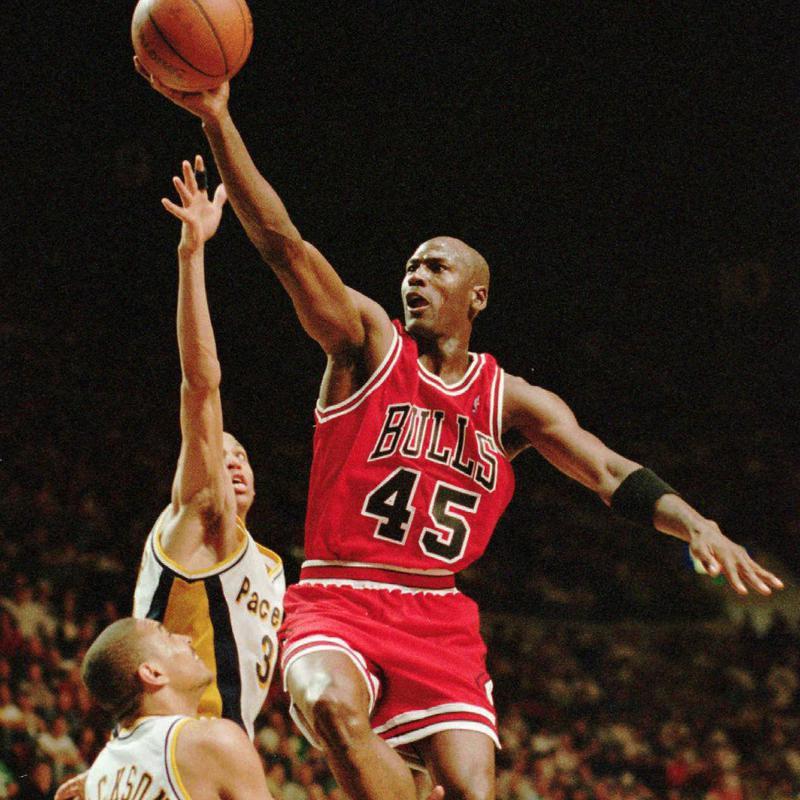 Michael Jordan drives to hoop