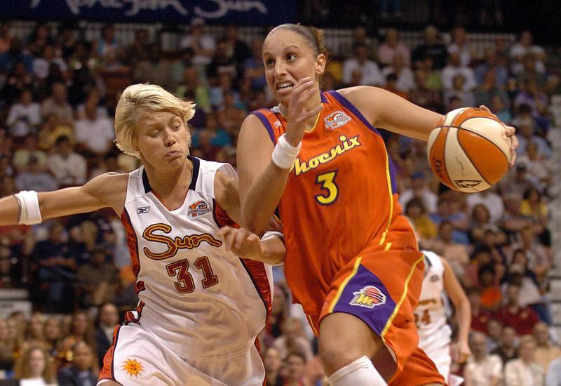 Diana Taurasi drives to basket