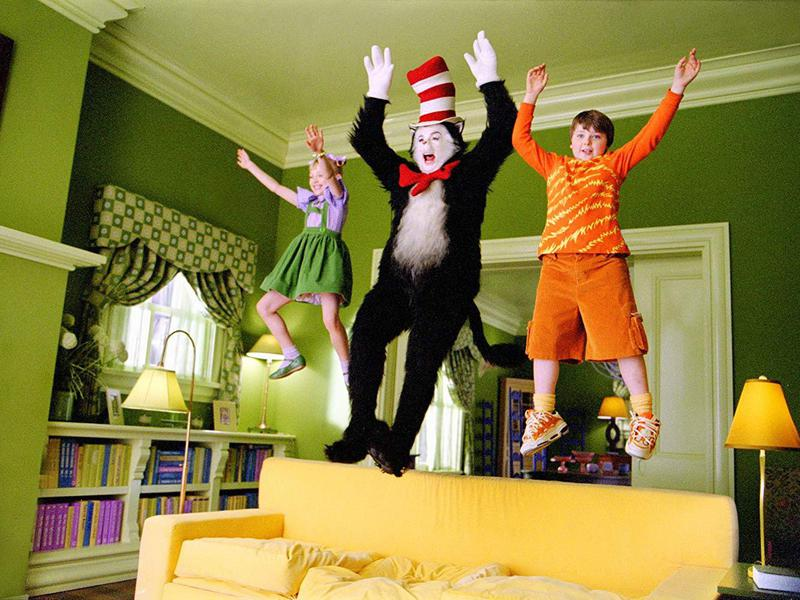 Mike Myers, Spencer Breslin, and Dakota Fanning in The Cat in the Hat (2003)