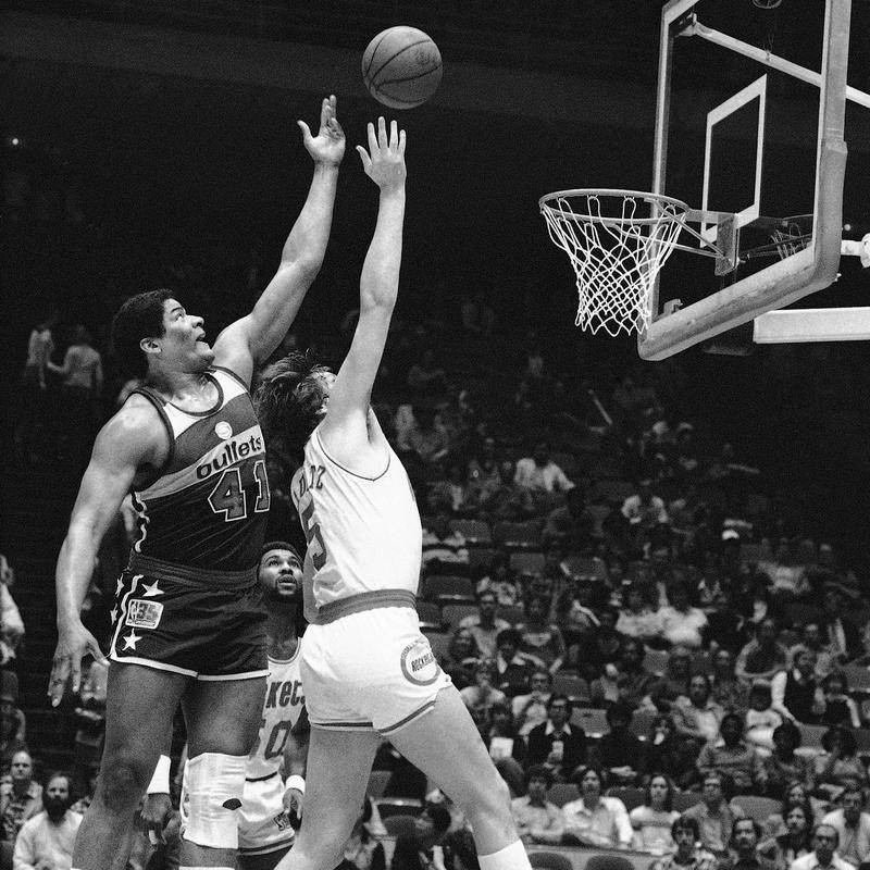 Washington Bullets Wes Unseld and Houston Rockets Billy Paultz coverage on rebound