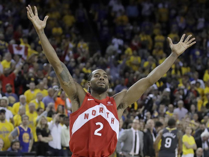 Toronto Raptors forward Kawhi Leonard celebrates