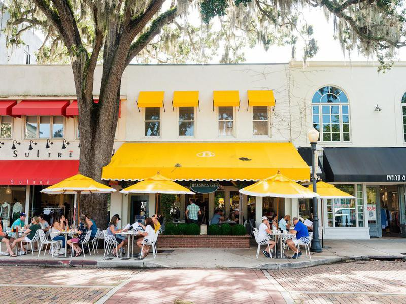 Diners eating outside in Orlando