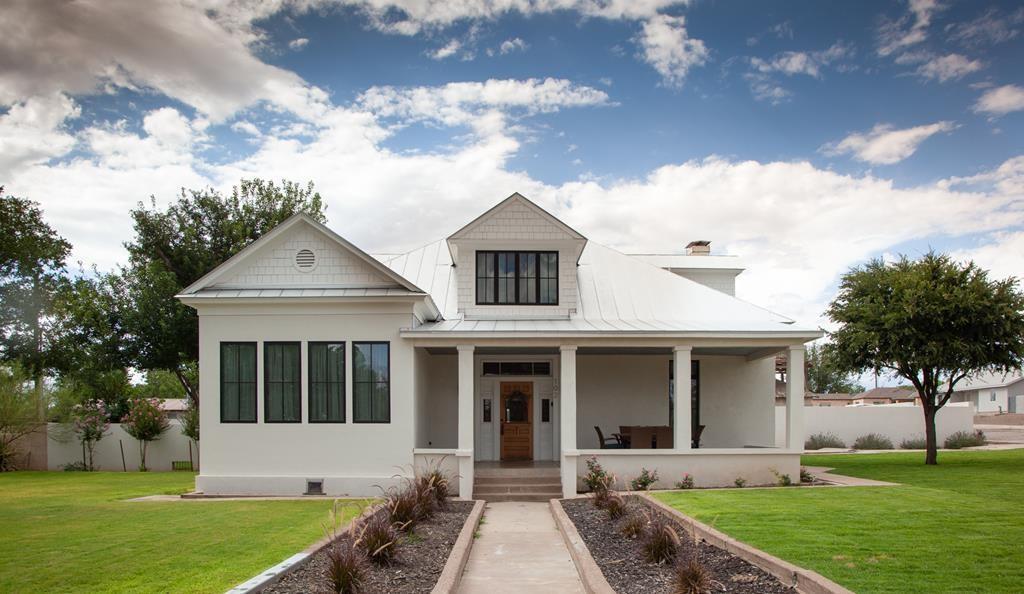 White craftsman bungalow