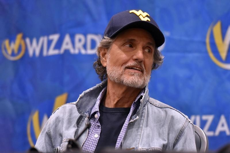 Chris Sarandon wears West Virginia hat on a panel at Wizard World