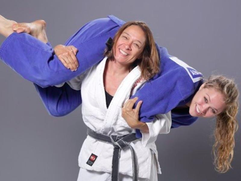 AnnaMaria De Mars does a fun pose with daughter Ronda Rousey