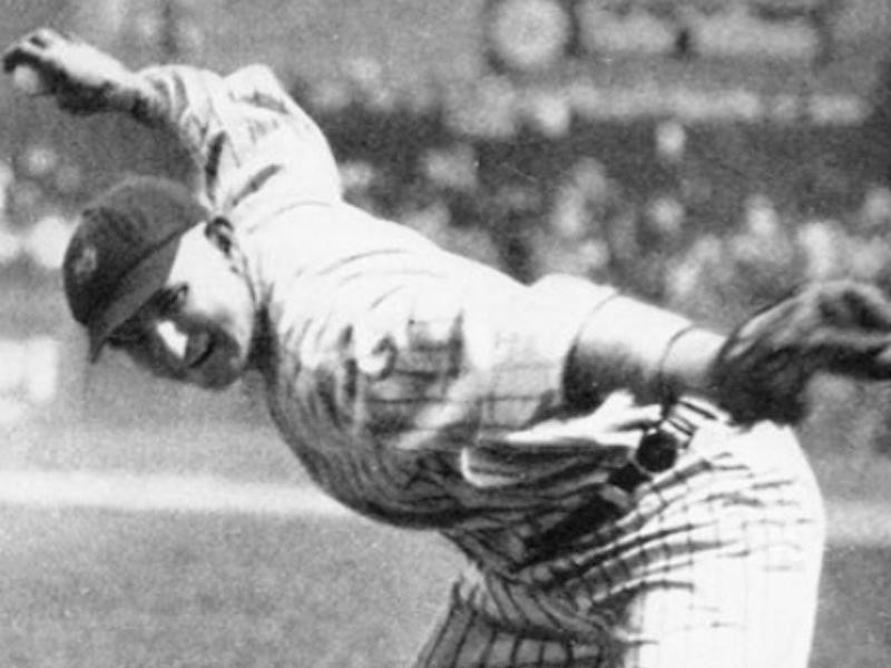 Carl Mays pitching