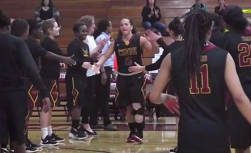 Monay Lee shakes hands with teammates