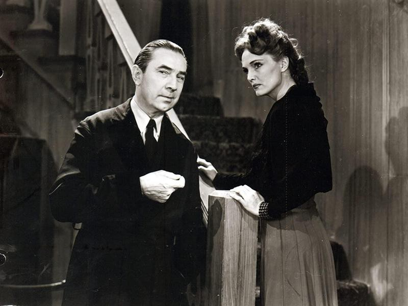 """Bela Lugosi and Elizabeth Russell in """"The Corpse Vanishes"""""""