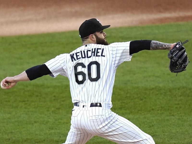 Chicago White Sox starting pitcher Dallas Keuchel winds up